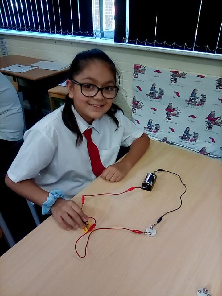 Science - Using a switch in a circuit